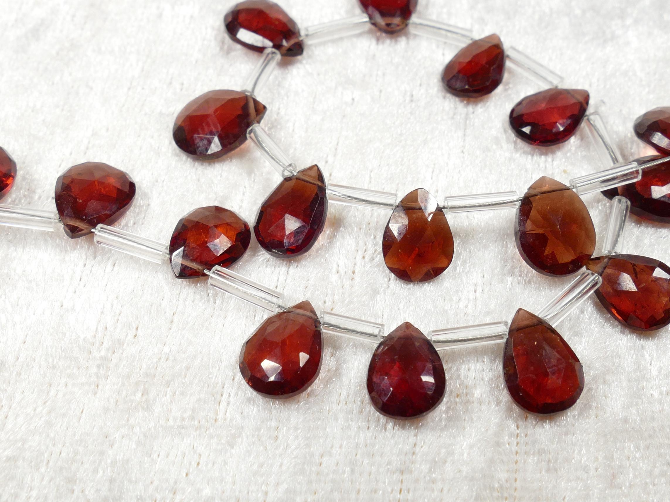 A/AAA 9x7/10x8mm x4 Perles de Grenat rouge naturel en goutte plate facettée (#AC1072)