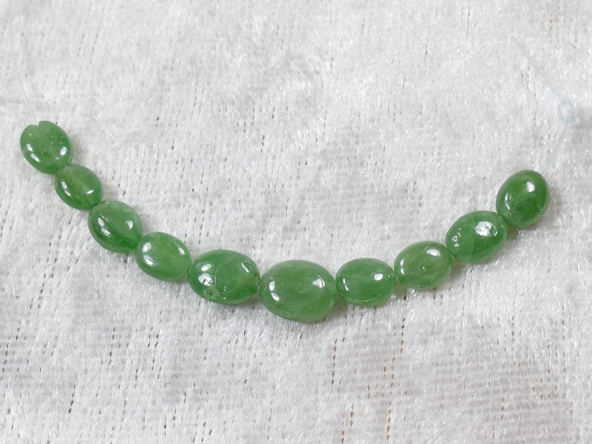 4-5.7mm 10 Perles de Grenat vert Tsavorite naturel du Kenya en ovale lisse (#PM841)