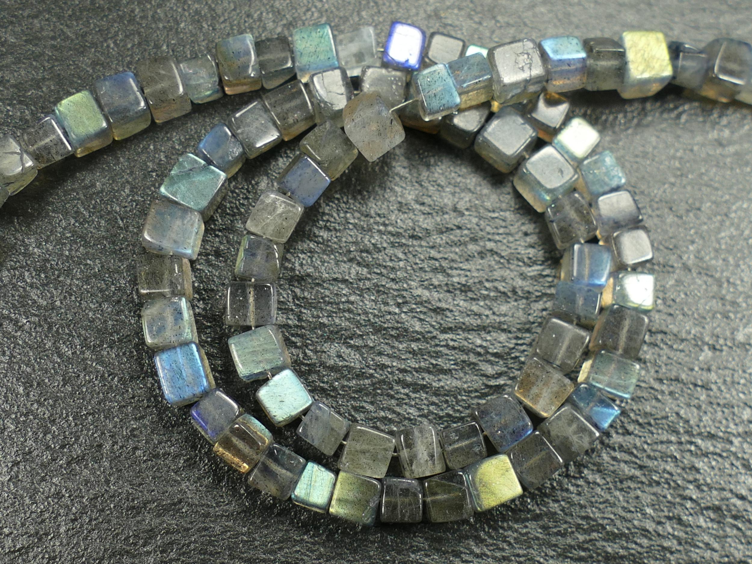 3.7/4.5mm Perles de Labradorite naturelle en cube x10cm (3.9inch) (#AC214)