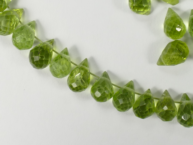 6/8.3mm x8 Perles de Péridot intense B/AA naturelle en briolette / larme de l\'Arizona (#AC326)