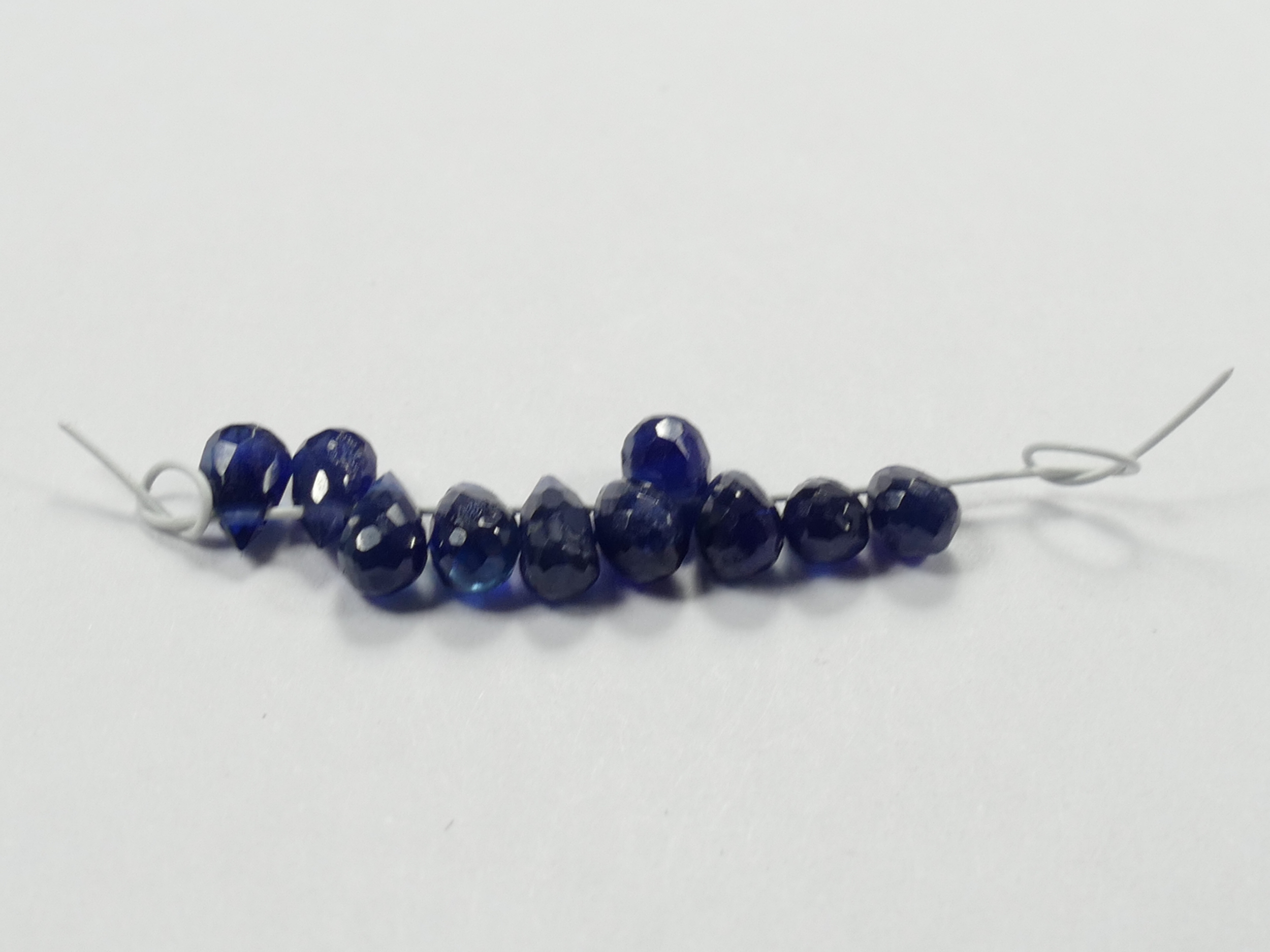Lot de 10 petites perles de Saphir précieux naturel 2.42ct briolette larme facetté de Thaïlande (#PM151)