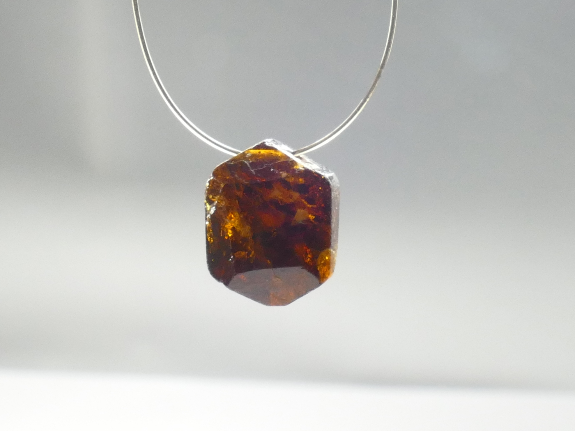 10,7mm Perle de Tourmaline naturelle Dravite facettée 4.16ct brune, Brésil (#PB494)