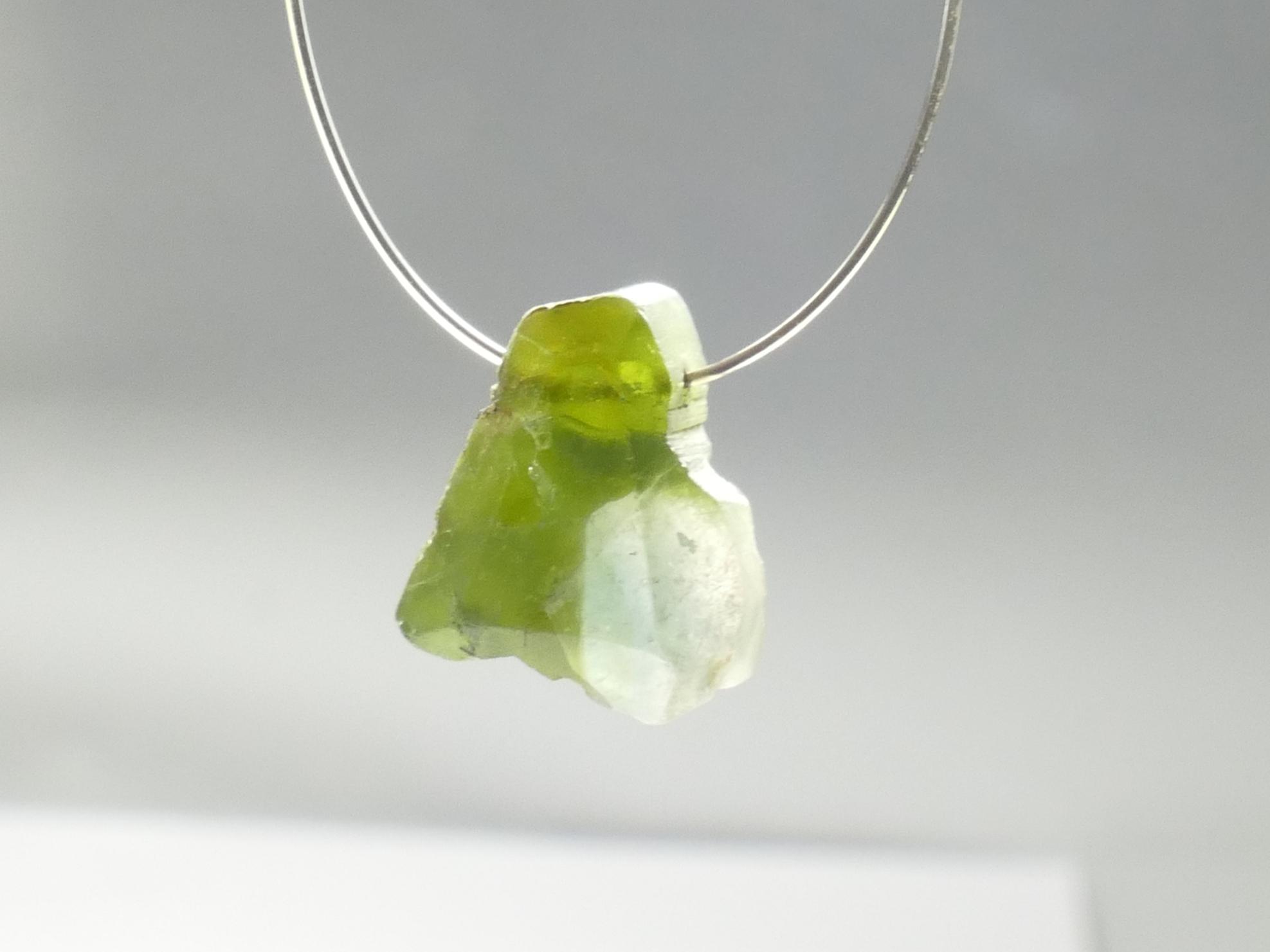 10,5mm Perle de Tourmaline naturelle facettée 4.72ct vert kaki, Brésil (#PB491)