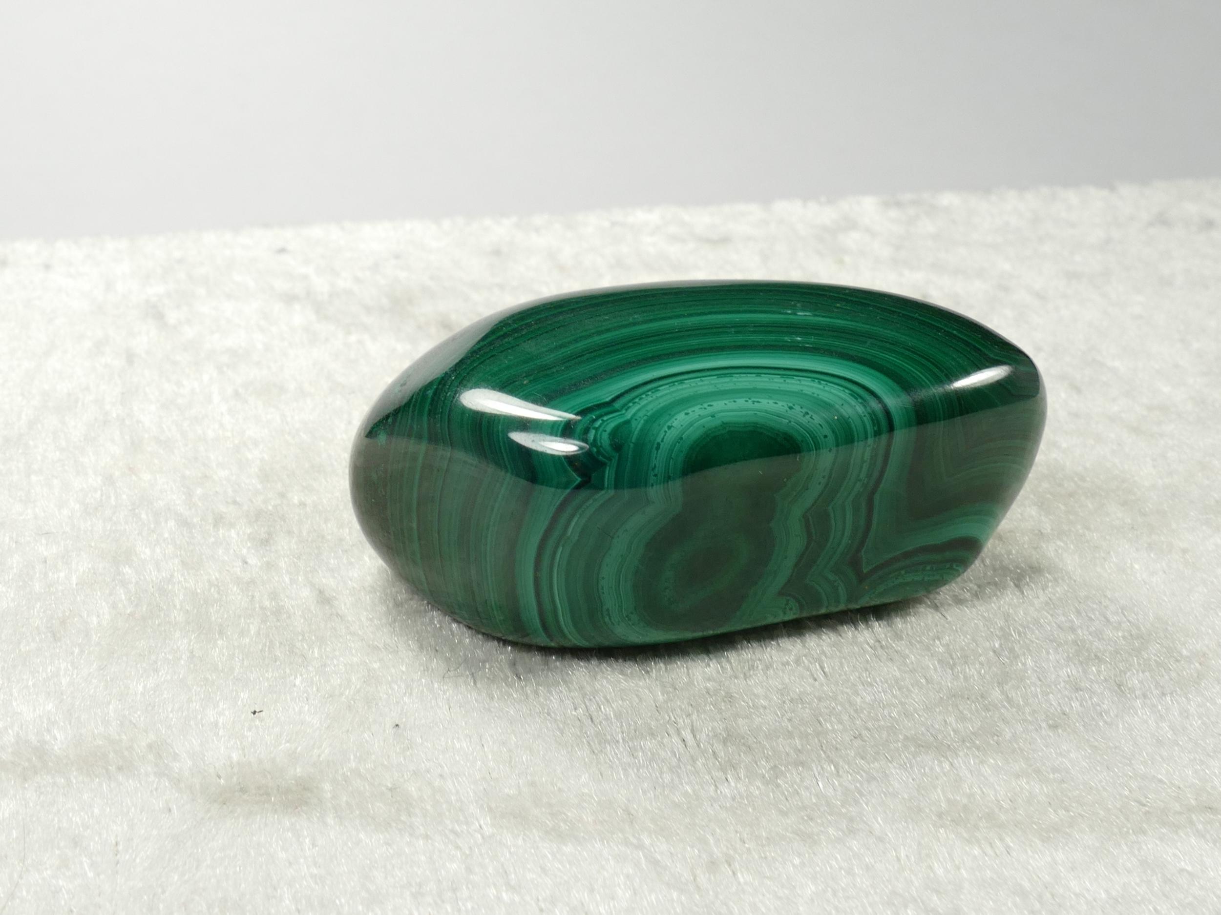 Morceau roulée de Malachite naturelle polie de bonne qualité (#PK903)