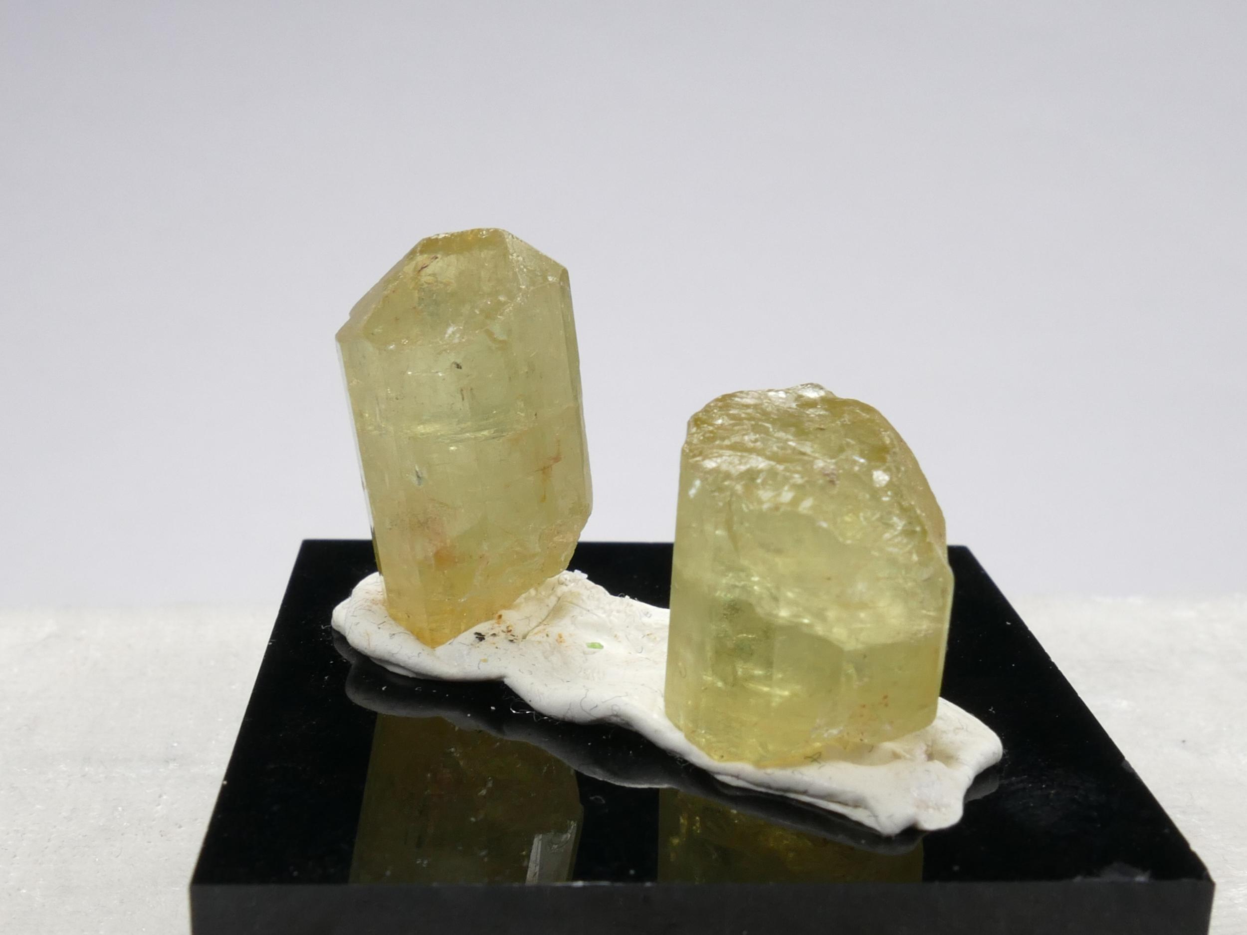 2 Spécimens d\'Apatite jaune naturelle brute de forme naturelle 9.38g Cristal terminé (#PK987)