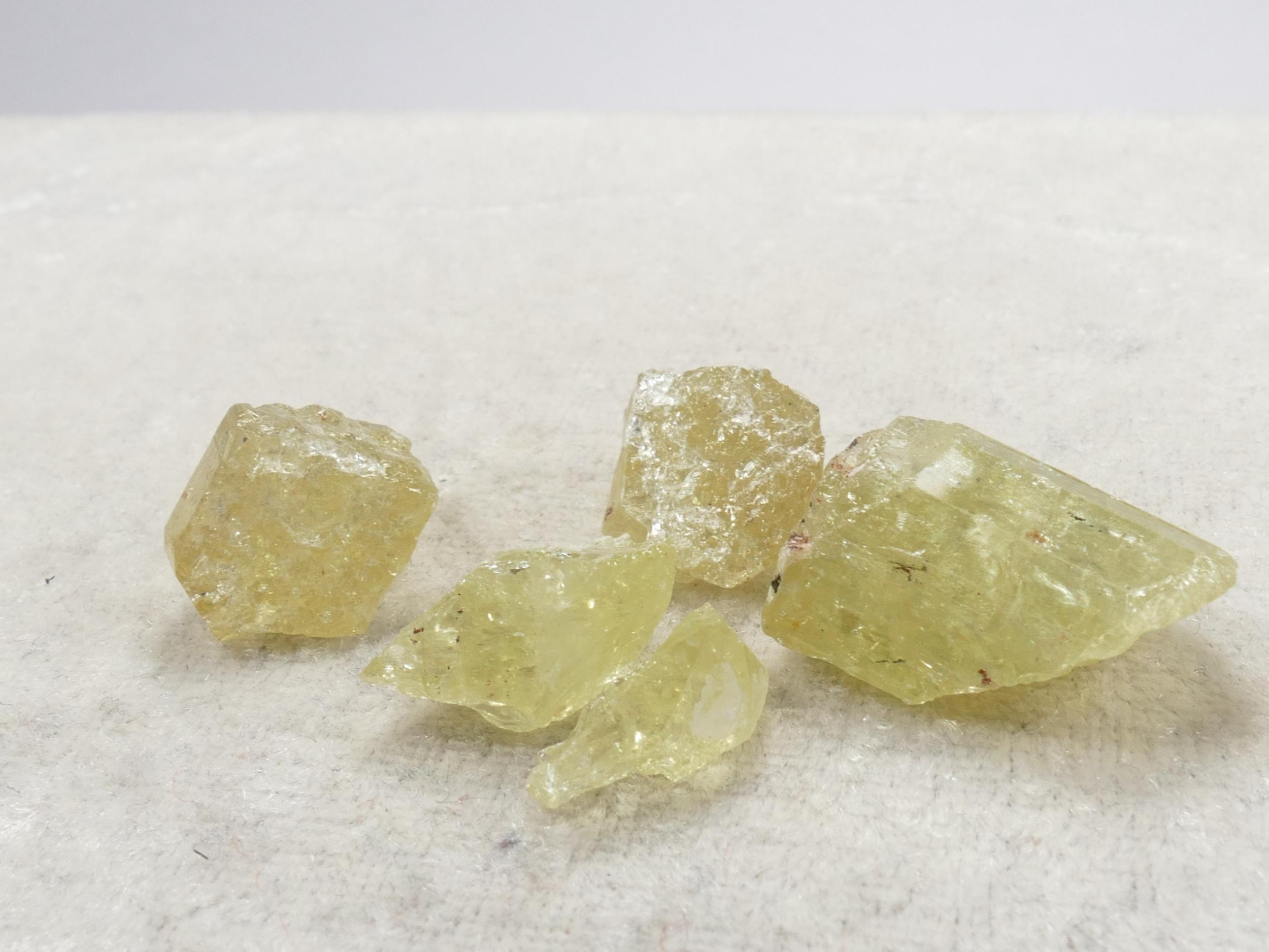 5 Apatite jaune naturelle brute 14.71g (#PK991)