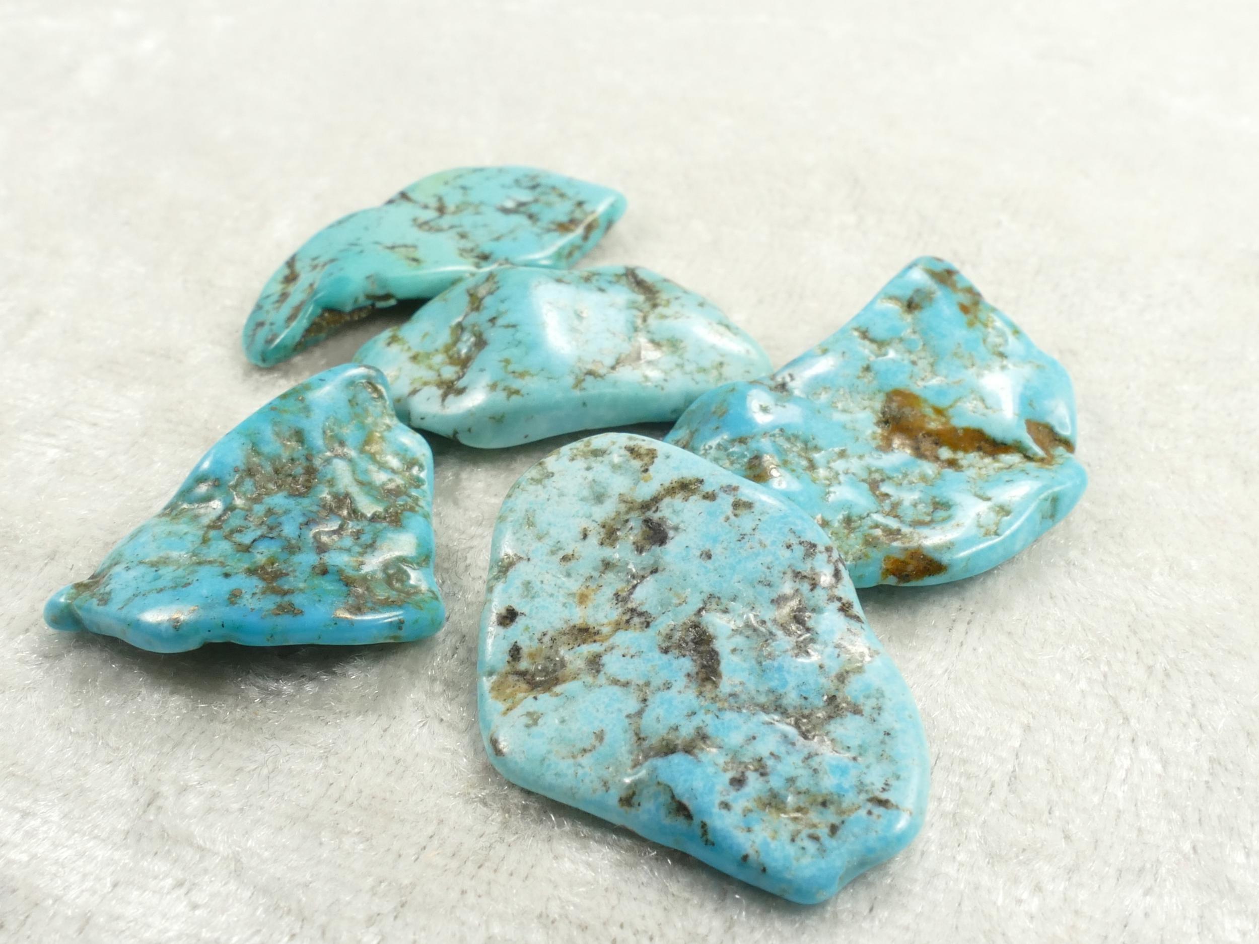 5 Turquoise naturelle en morceau roulé avec matrice de Mongolie 11.23g lot (#PK627)