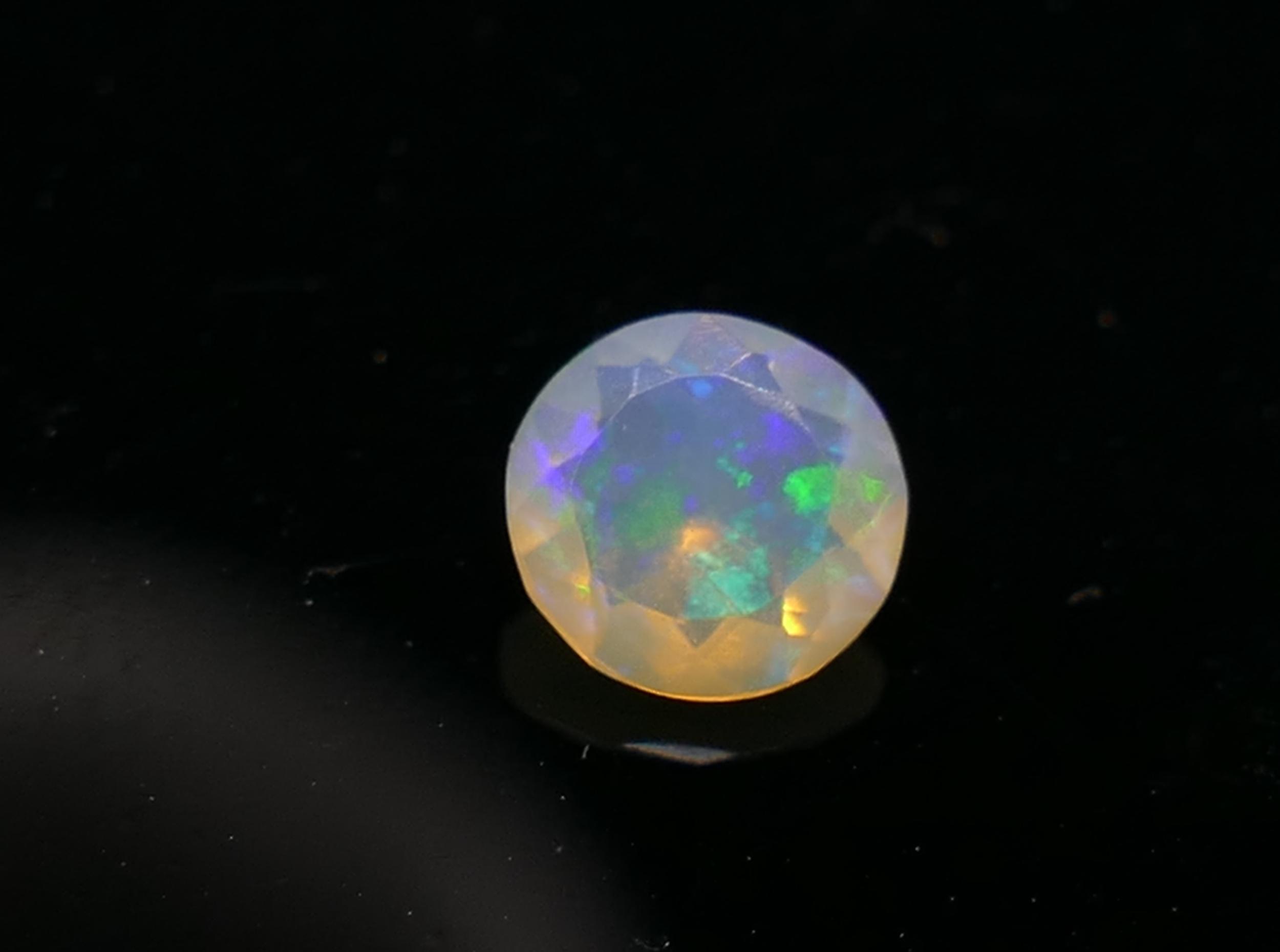 5.5mm Opale naturelle d\'Ethiopie facettée en rond 0.33ct (#PB126)