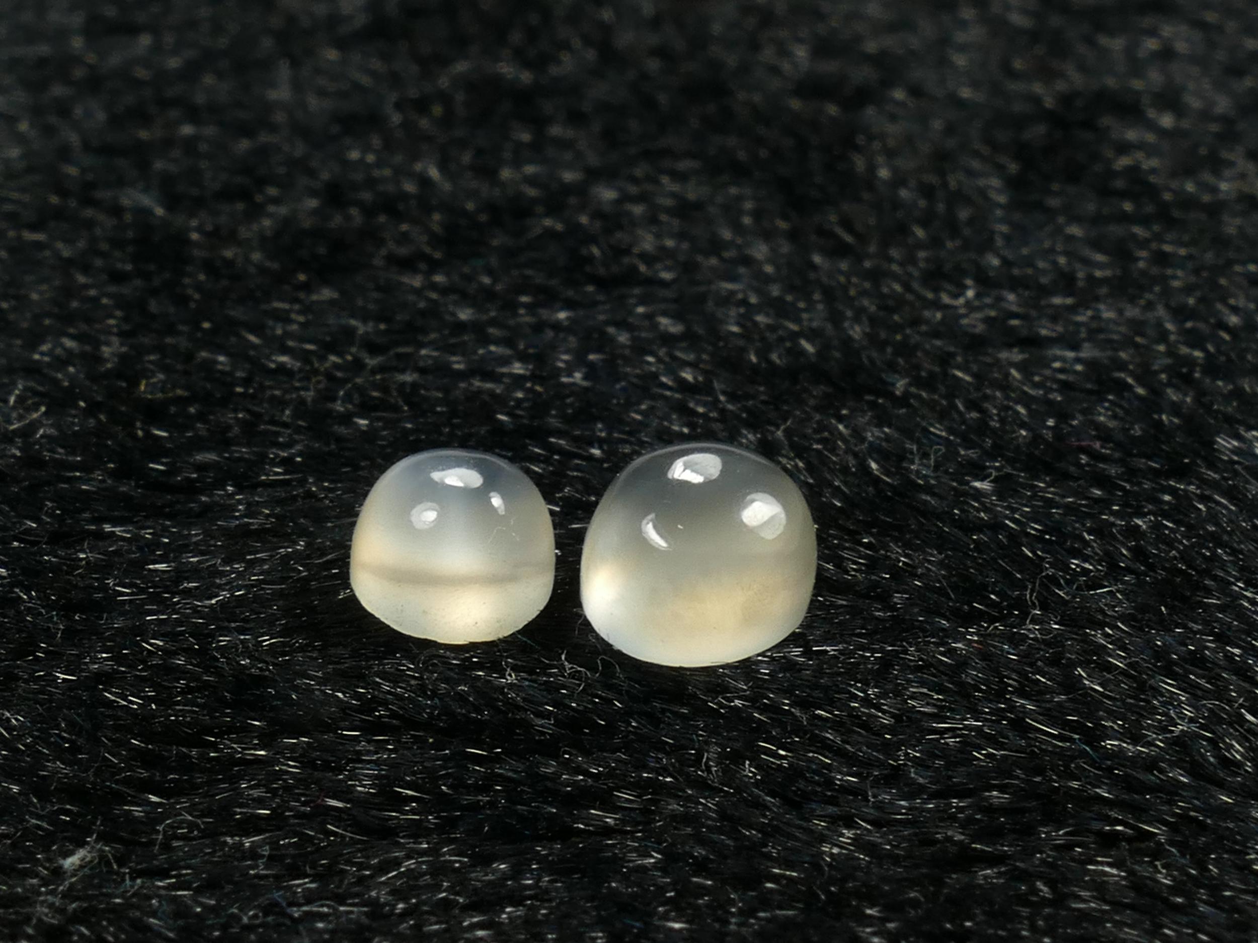 2 Pierres de lune blanches naturelles oeil-de-chat d\'Inde en cabochon rond (#PM6)