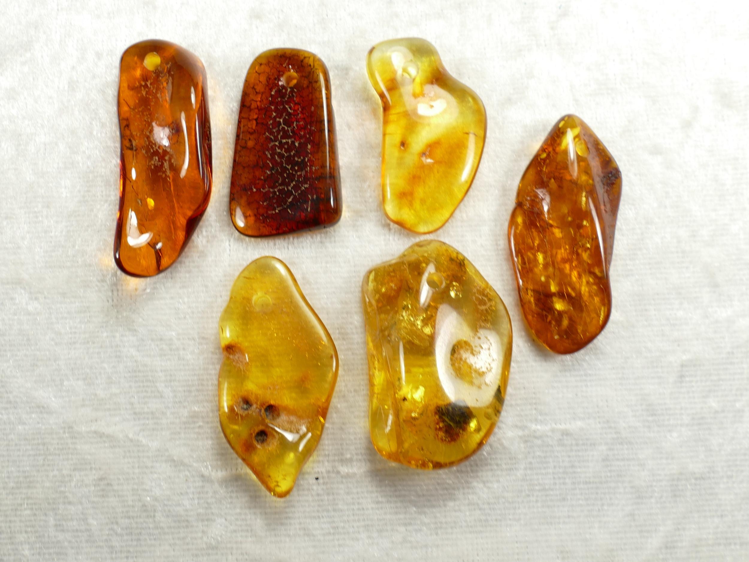 Lot 6 morceaux d\'Ambre naturel natif de la Mer Baltique 12.32g roulé percé perle (#PK502)