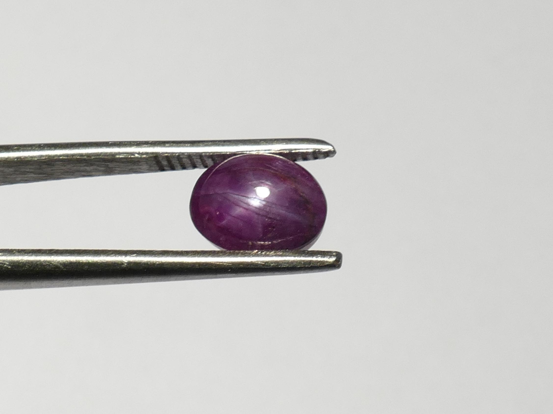 7.8x6.2mm Rubis naturel étoilé en cabochon ovale 2.64ct d\'Inde (#PM71)