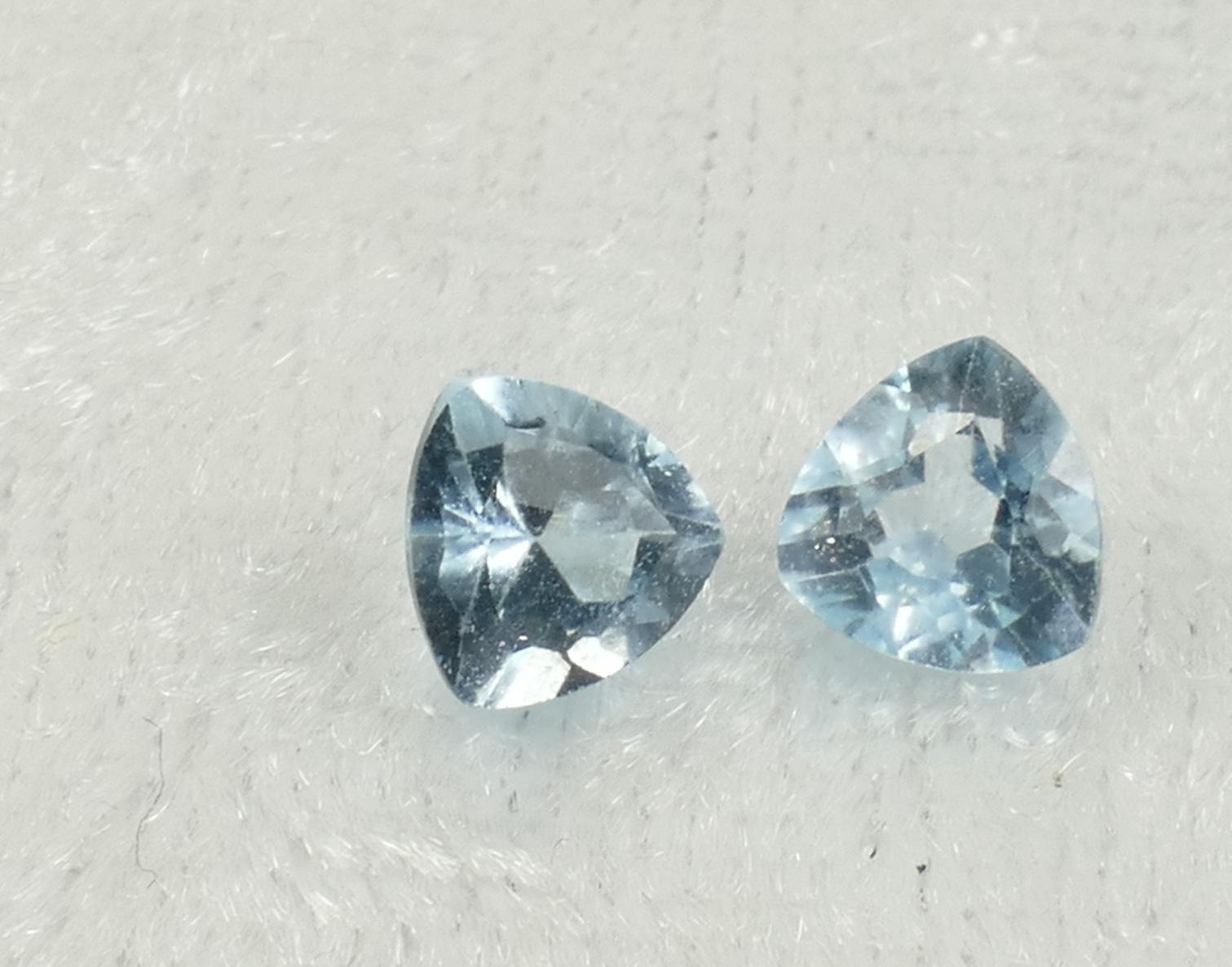 5.2mm 2 Topaze bleu naturelle en triangle VS-VVS 1.18ct du Brésil paire (#PB835)