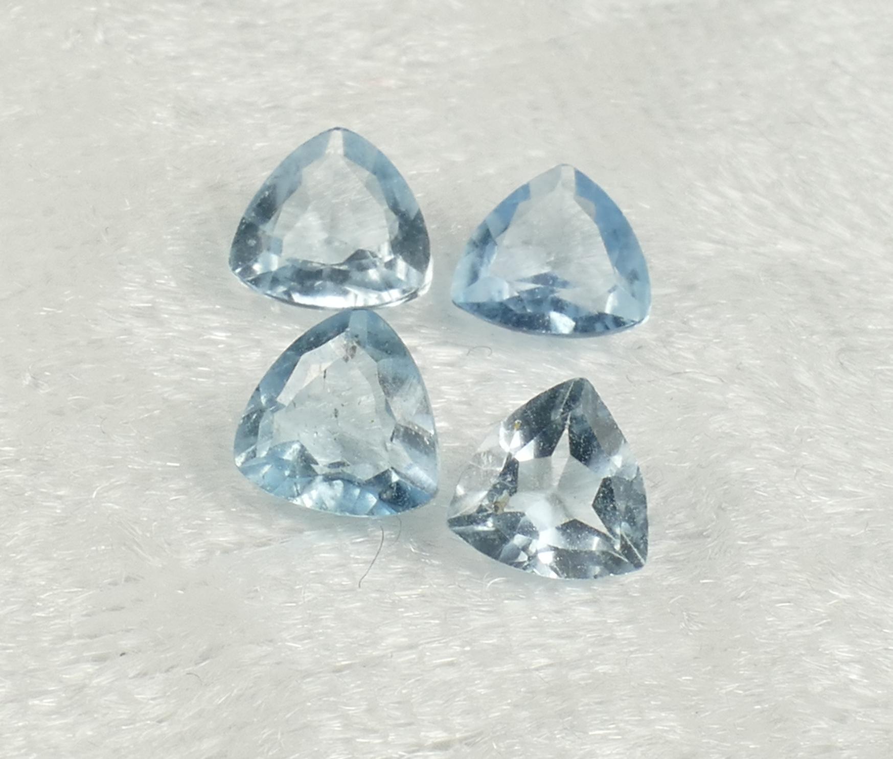 5/5.3mm 4 Topazes bleu entièrement naturel en triangle VS-VVS 1.96ct Brésil (#PB839) Trillion