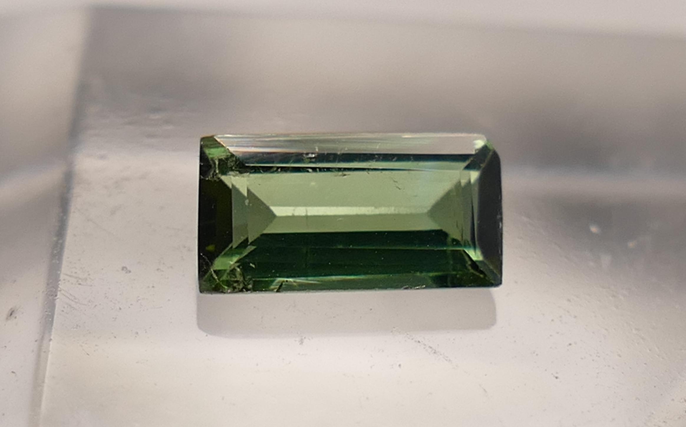 6.4x3.5mm Tourmaline naturelle verte Verdelite 0.42ct facettée en baguette du Brésil (#PB20)