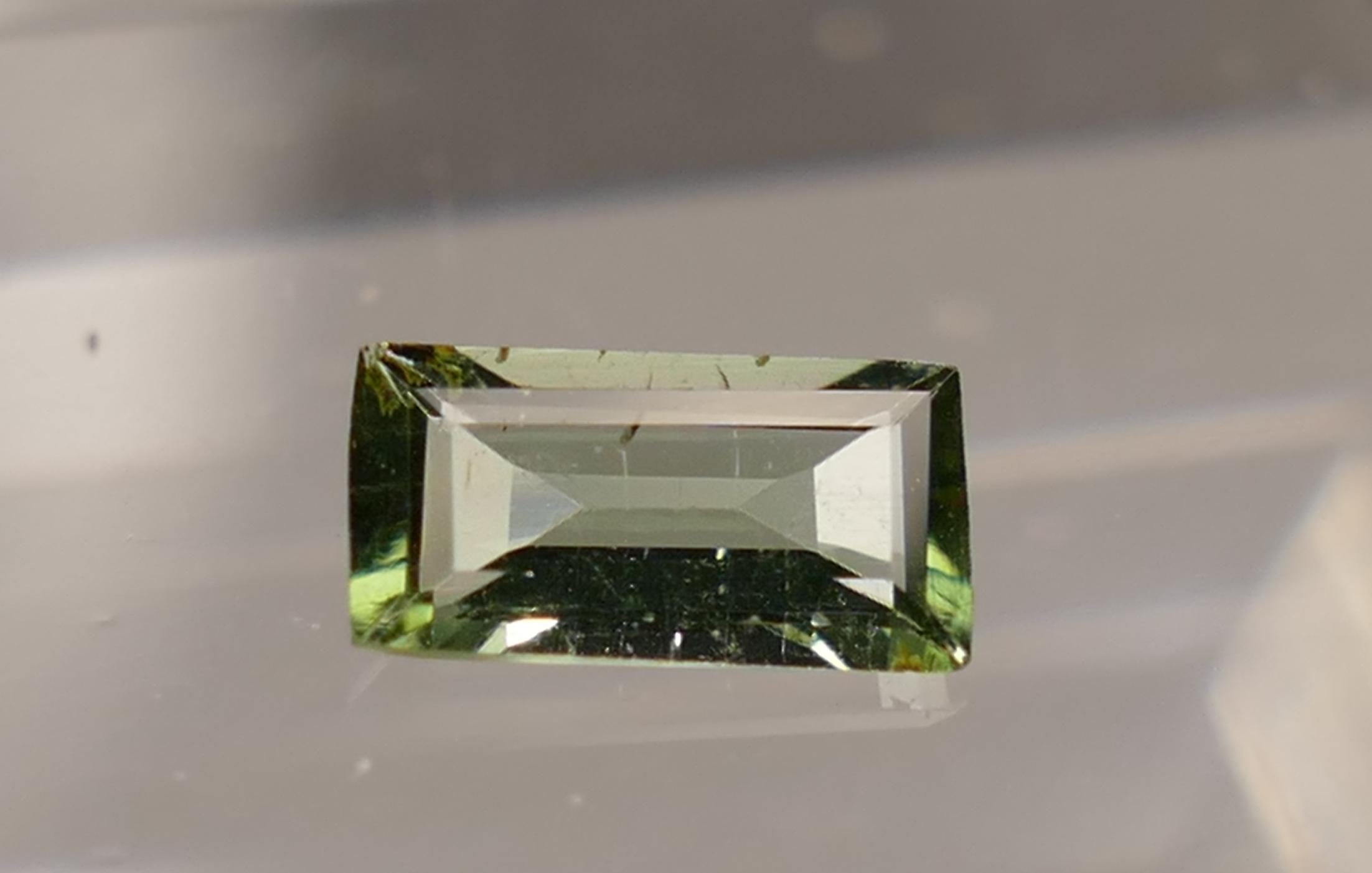6x3mm Tourmaline naturelle verte Verdelite 0.29ct facettée en baguette du Brésil (#PB90)