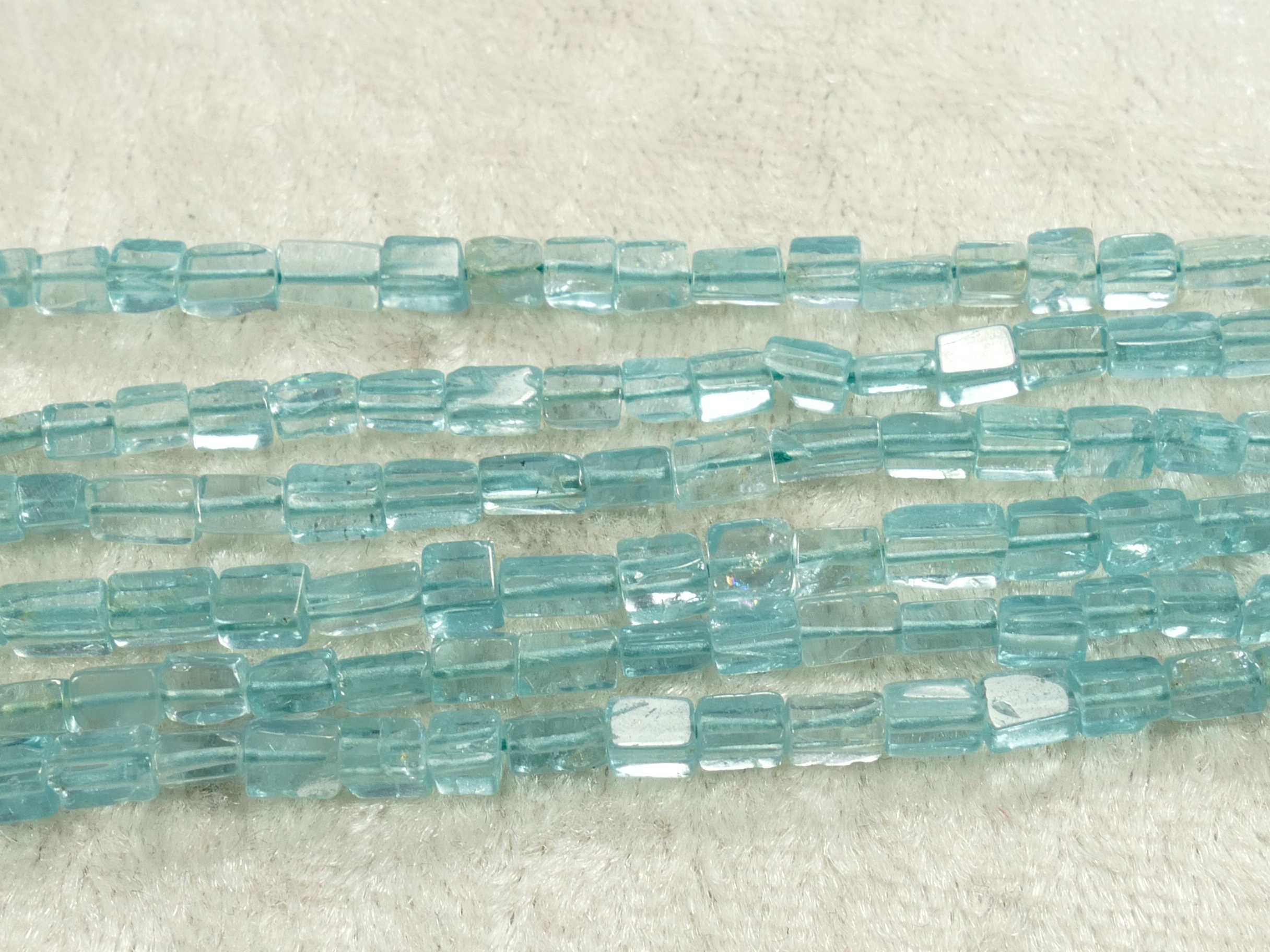 2.5/3.3mm Fil de perles d\'Apatite bleu ciel en petit pavé rectangulaire x34cm (13.4inch) (#AC911)