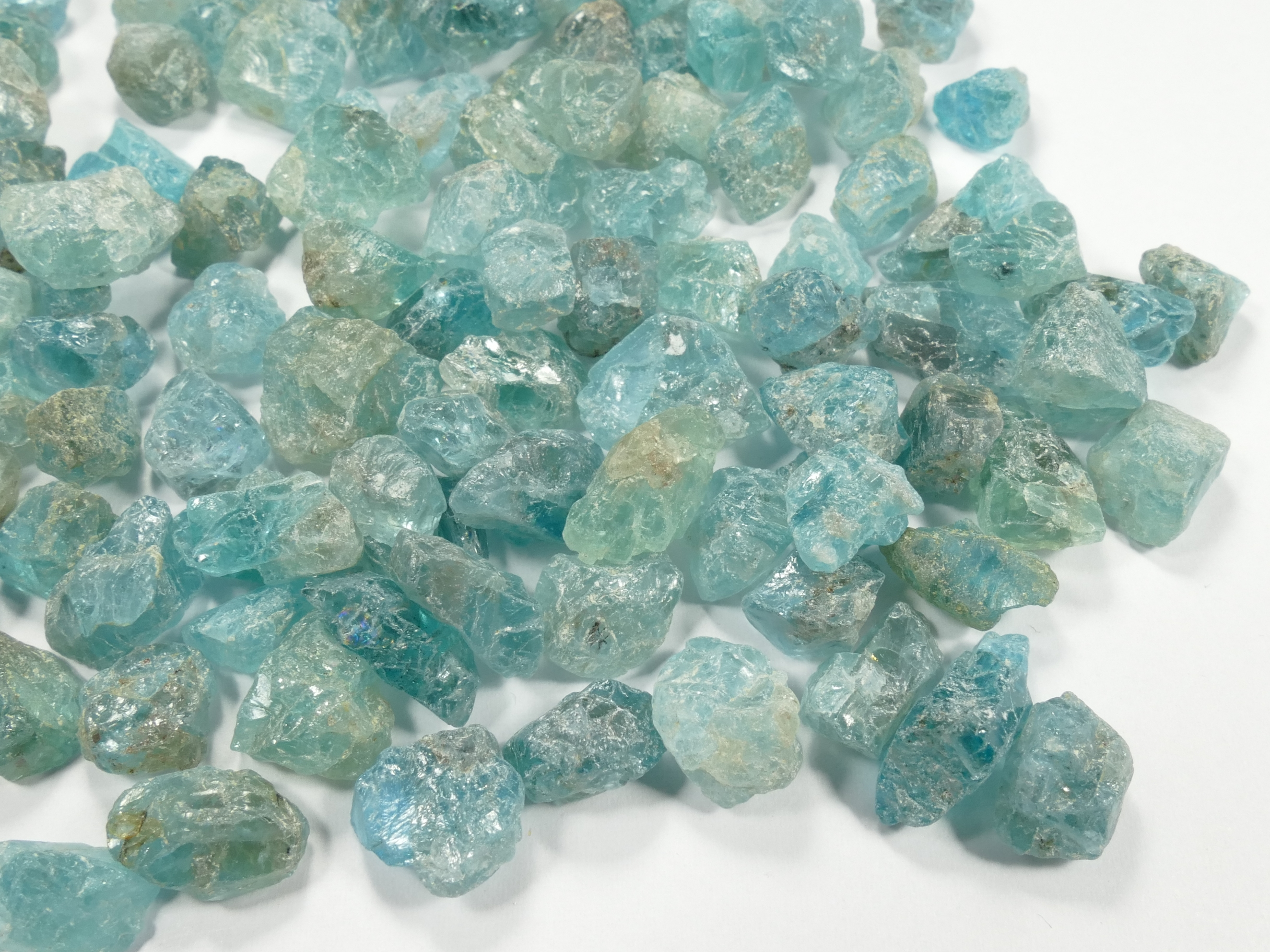 Lot d\'Apatite bleu vert naturel brut de Madagascar (#AC531B)