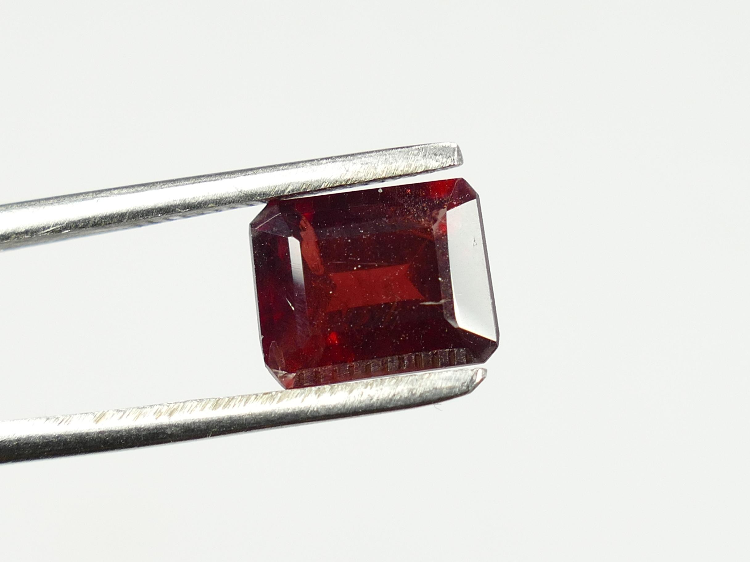 9x7.2mm 3.23ct Joli Grenat rouge naturel facettée octogonale 3.23ct d\'Inde (#PM182)