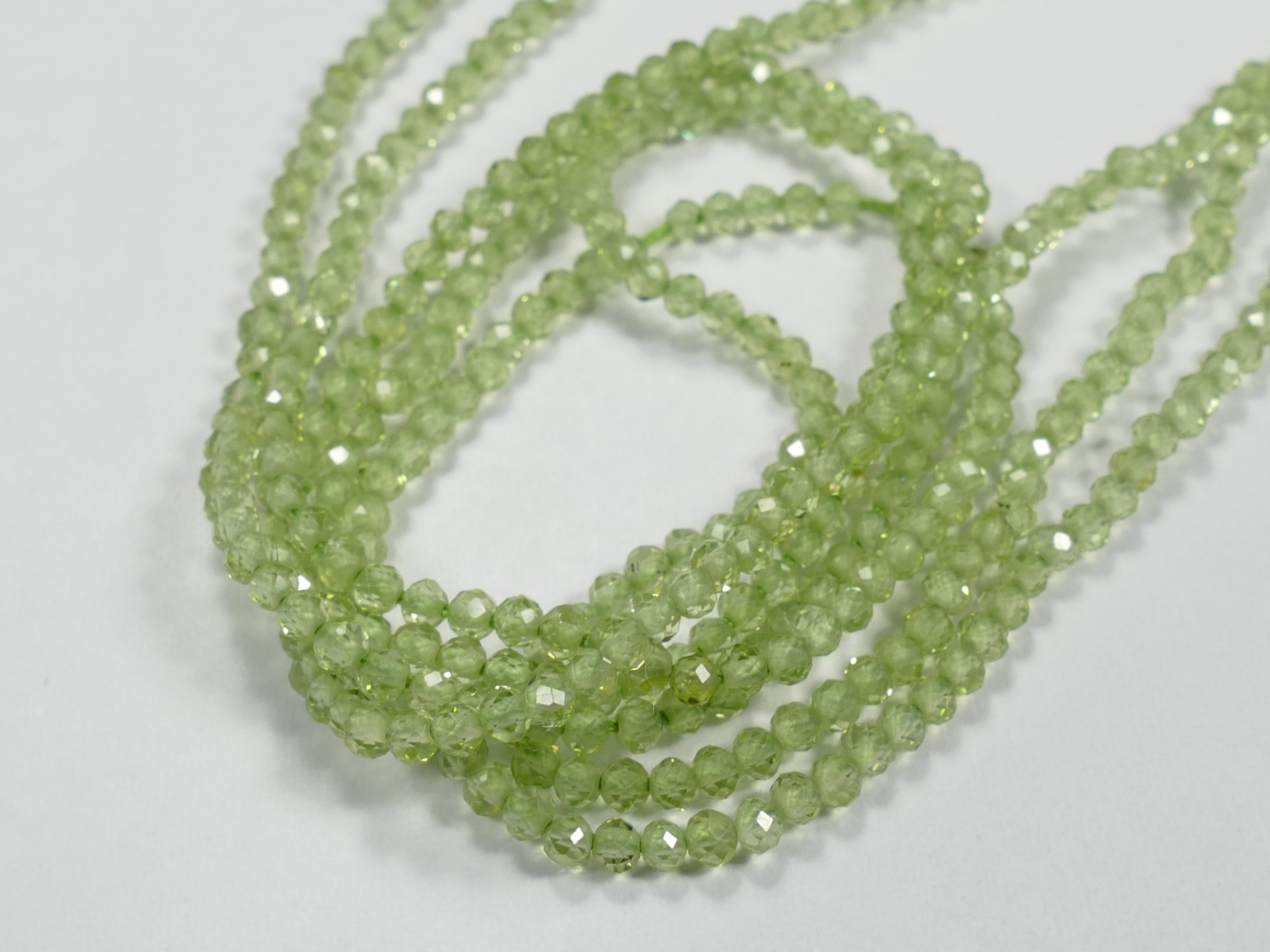 2.2mm AAA+ Petite perle de Péridot naturel x16cm (6.3inch) rondelle micro facettée (#AC906)