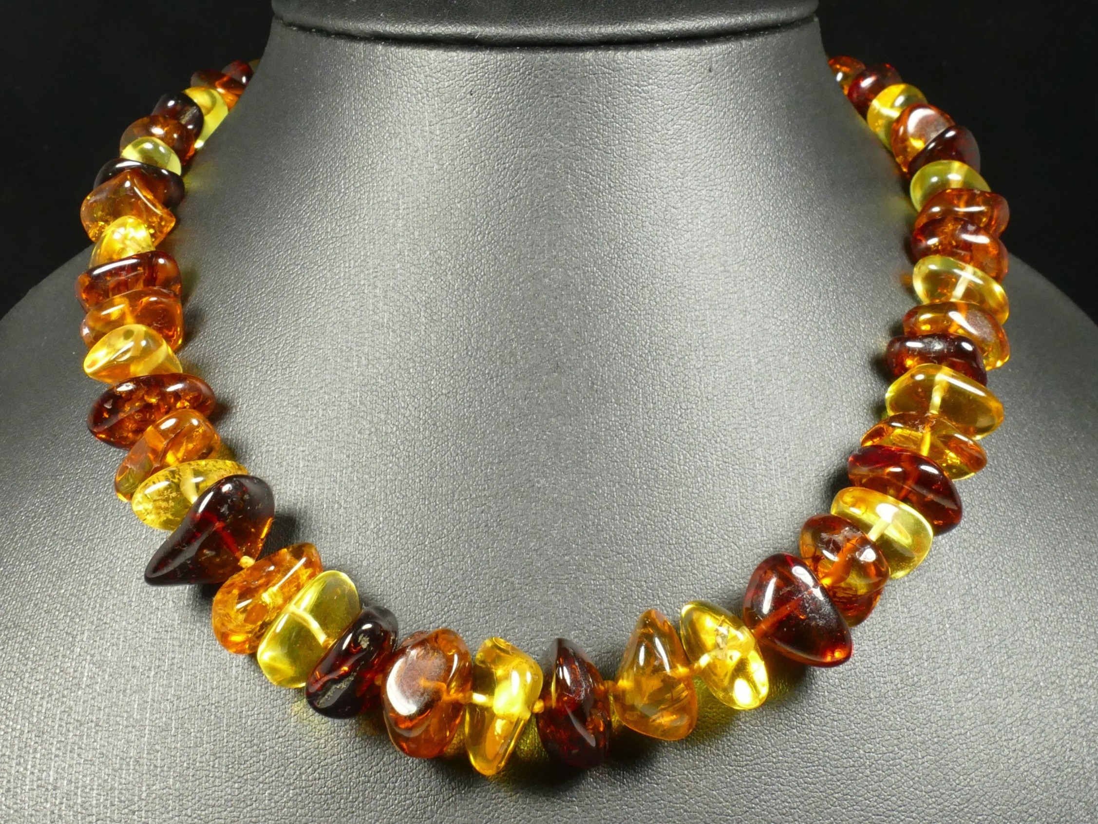 Collier d\'Ambre naturel natif en perle roulé de la Mer Baltique 44cm orange jaune rouge (#PF56)