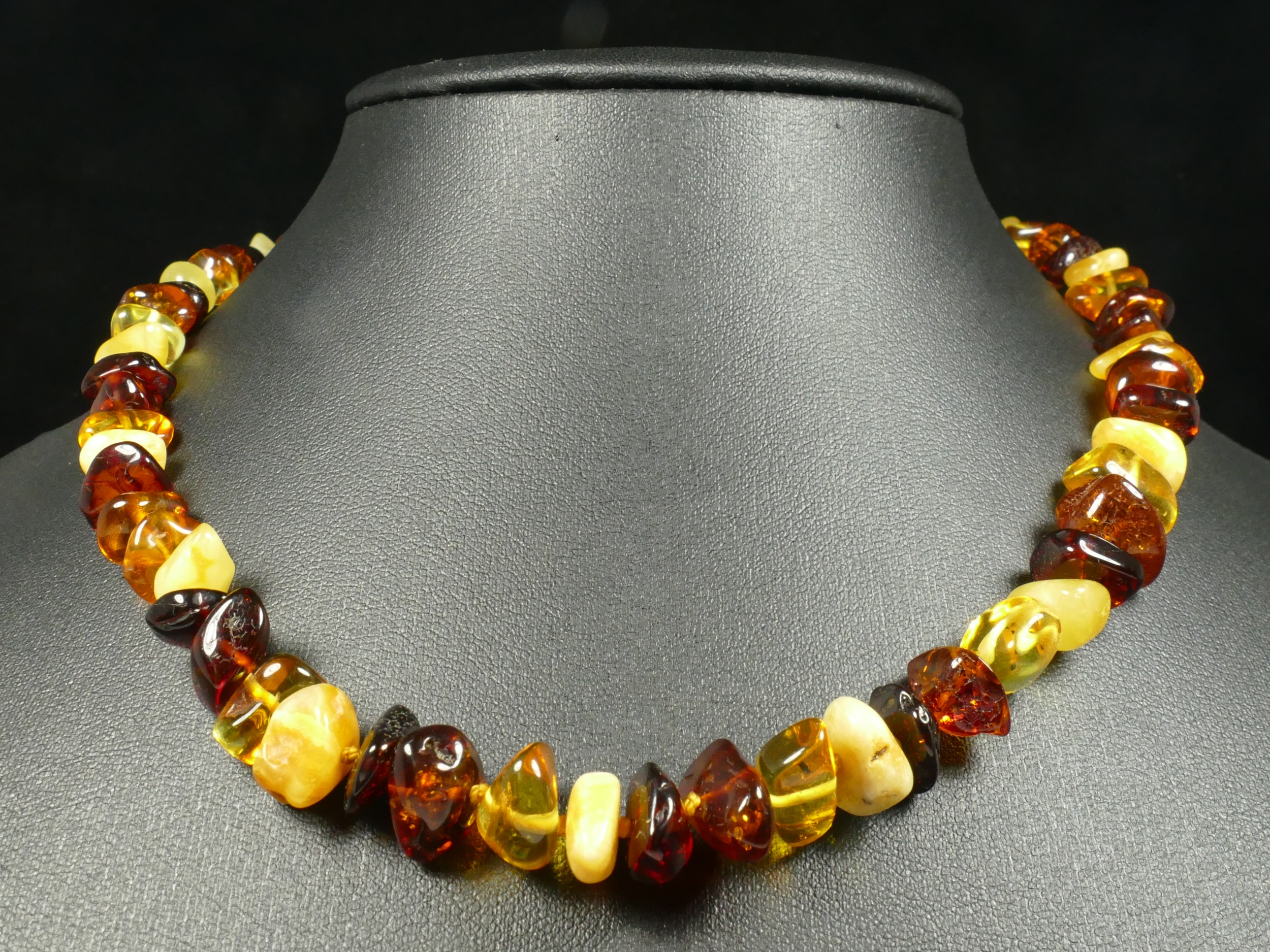 Collier d\'Ambre naturel natif en perle roulé de la Mer Baltique 44cm orange jaune rouge (#PF57)