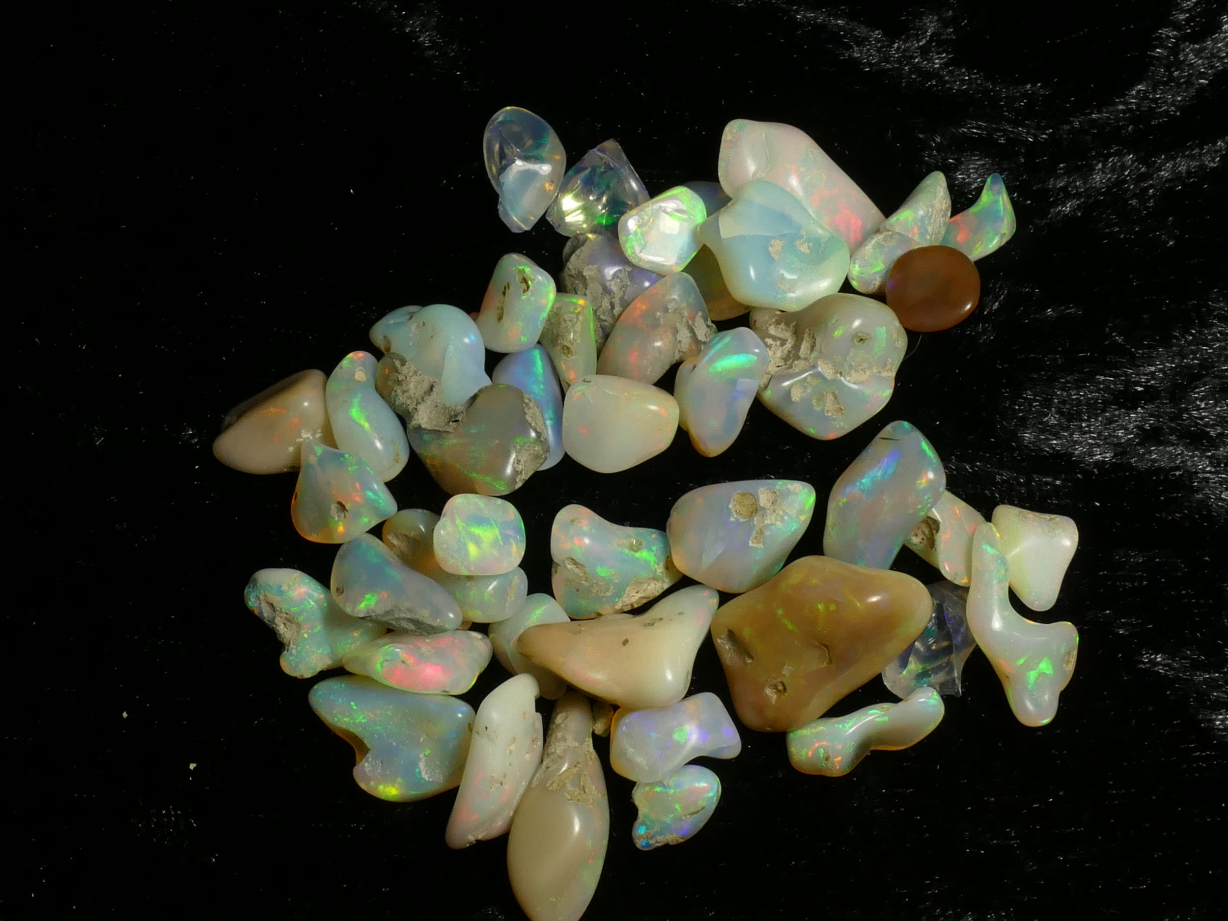 134carats Lot de 44 Opales polie roulée naturelle de Welo Ethiopie 21.4/8.8mm (#PB790)