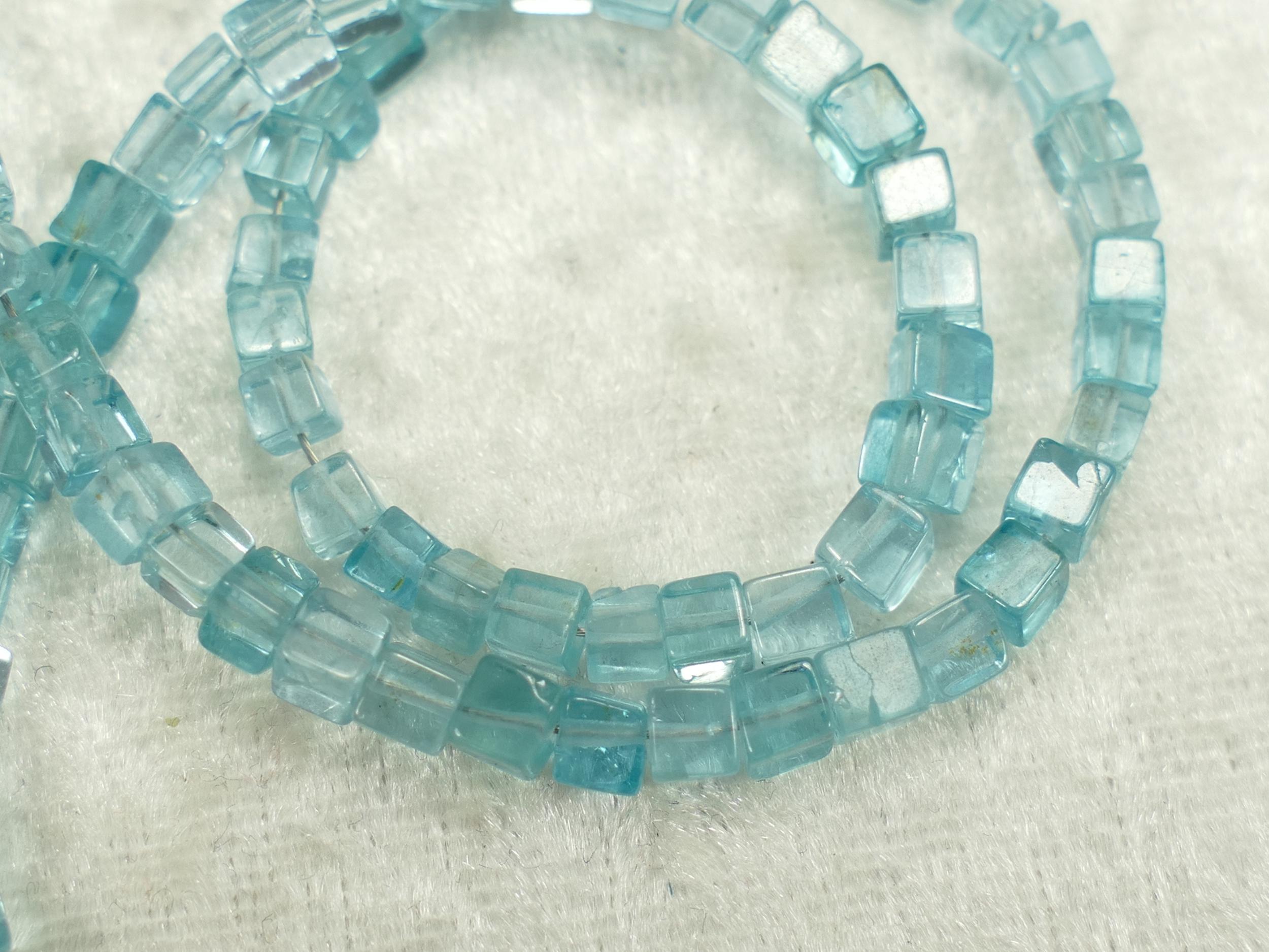 3/3.5mm Perles d\'Apatite bleu ciel naturelle en cube boite x20cm (7.8inch) (#AC418)
