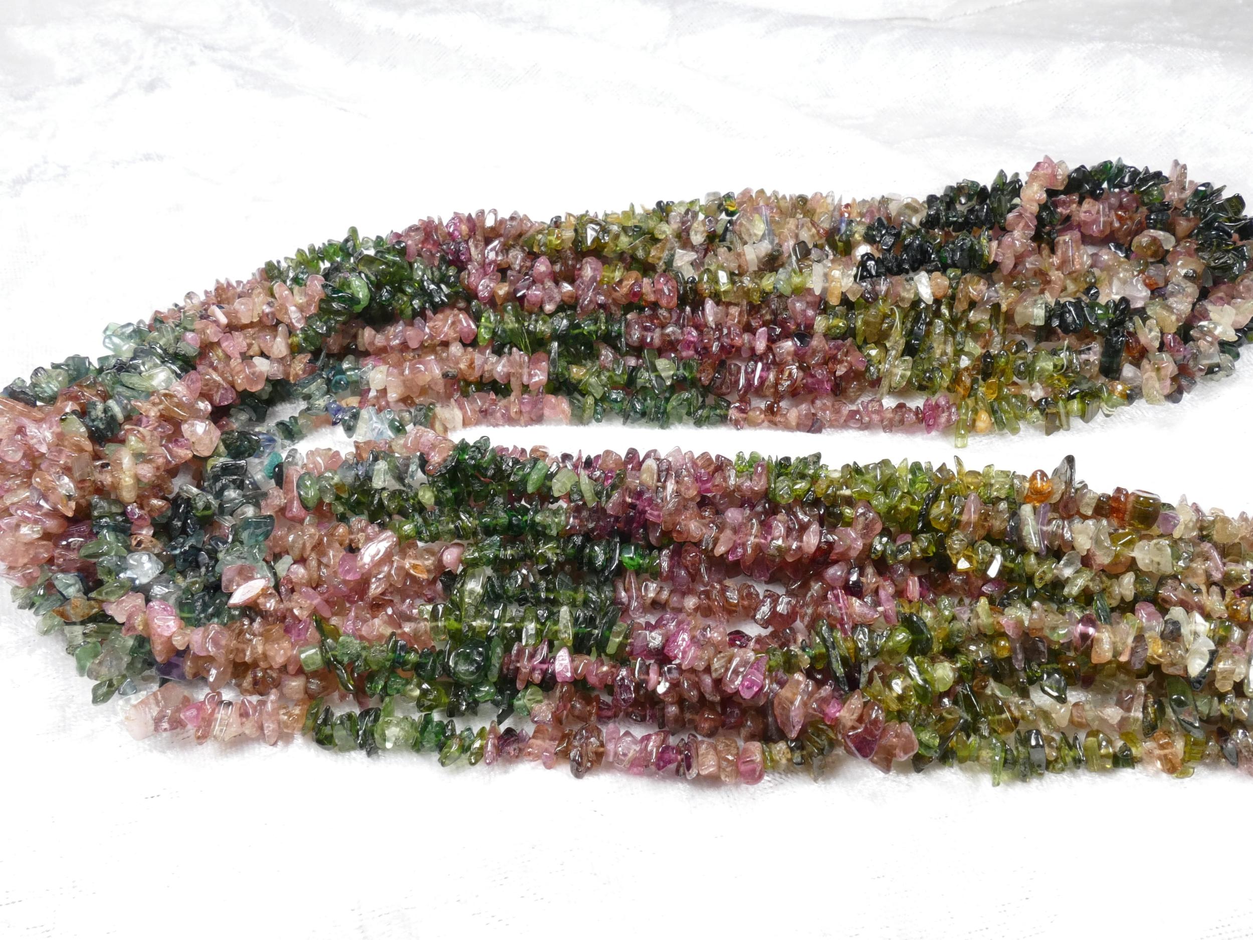 3/9mm x88cm (34.6inch) Perles de Tourmaline naturelle chips mix rose bleu vert brut roulé (#AC867)