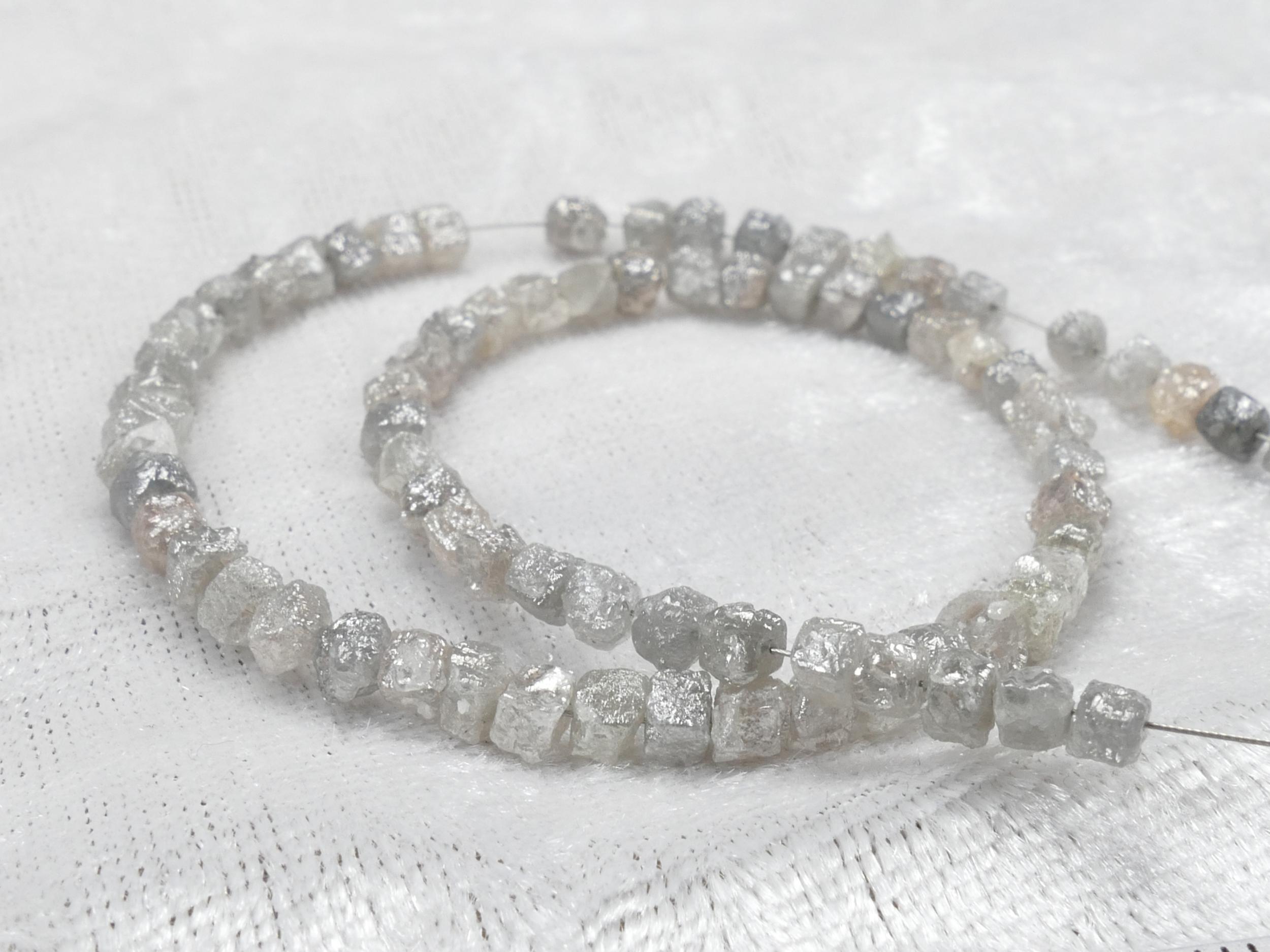 3/3.5mm x4 Perles de Diamant naturel brut forme cubique cube percée mélange gris / gris clair trou 0.3mm (#AC1055)