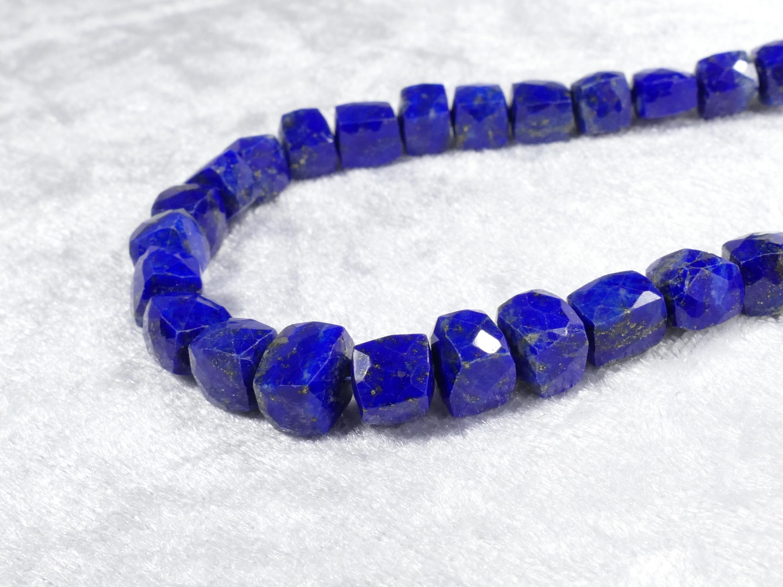 6.5/7.5mm x2 Perles de Lapis lazuli entièrement naturel en cube facettée (#AC1064)