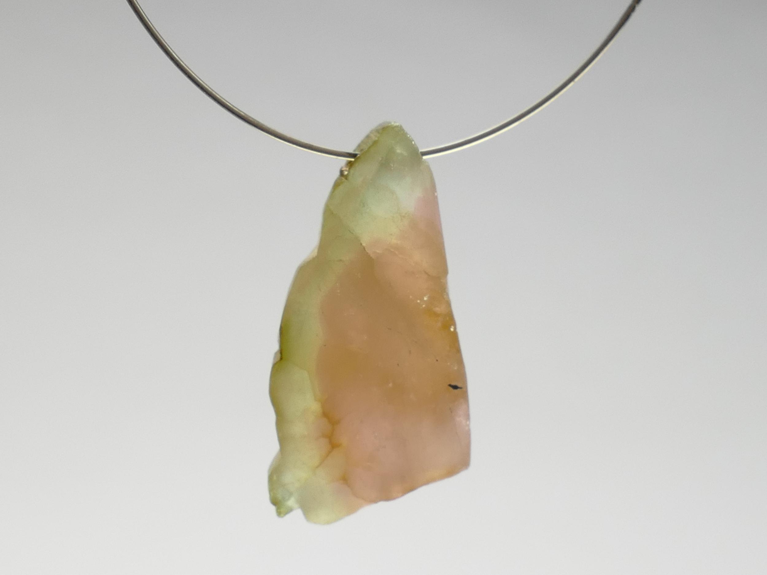 17.5x9x4.3mm Perle de Tourmaline brute naturelle facettée verte et rose percée du Brésil (#PF236)