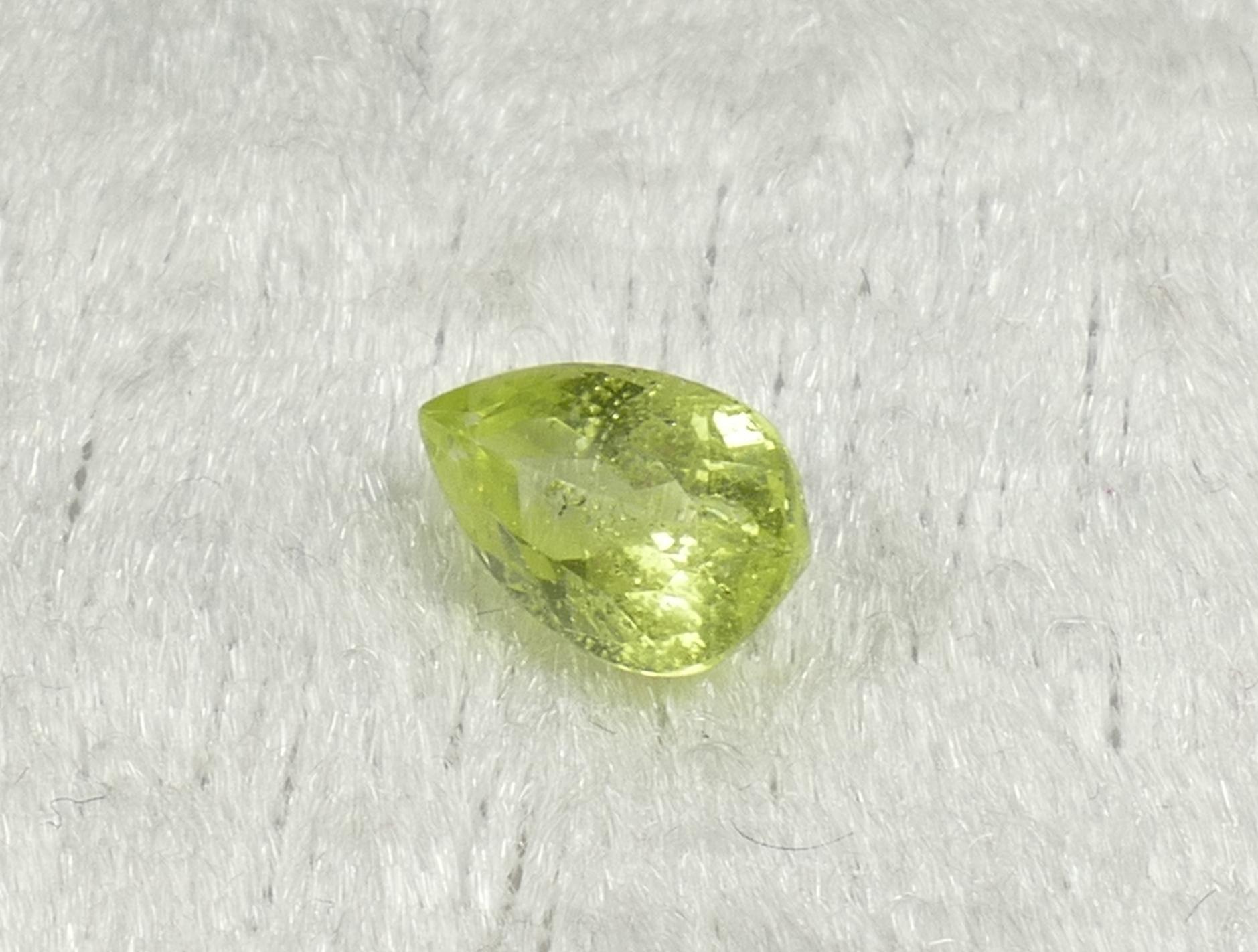 8.5x5.1mm Joli Chrysobéryl jaune vert entièrement naturelle taille poire 1.24ct Brésil (#PB906)