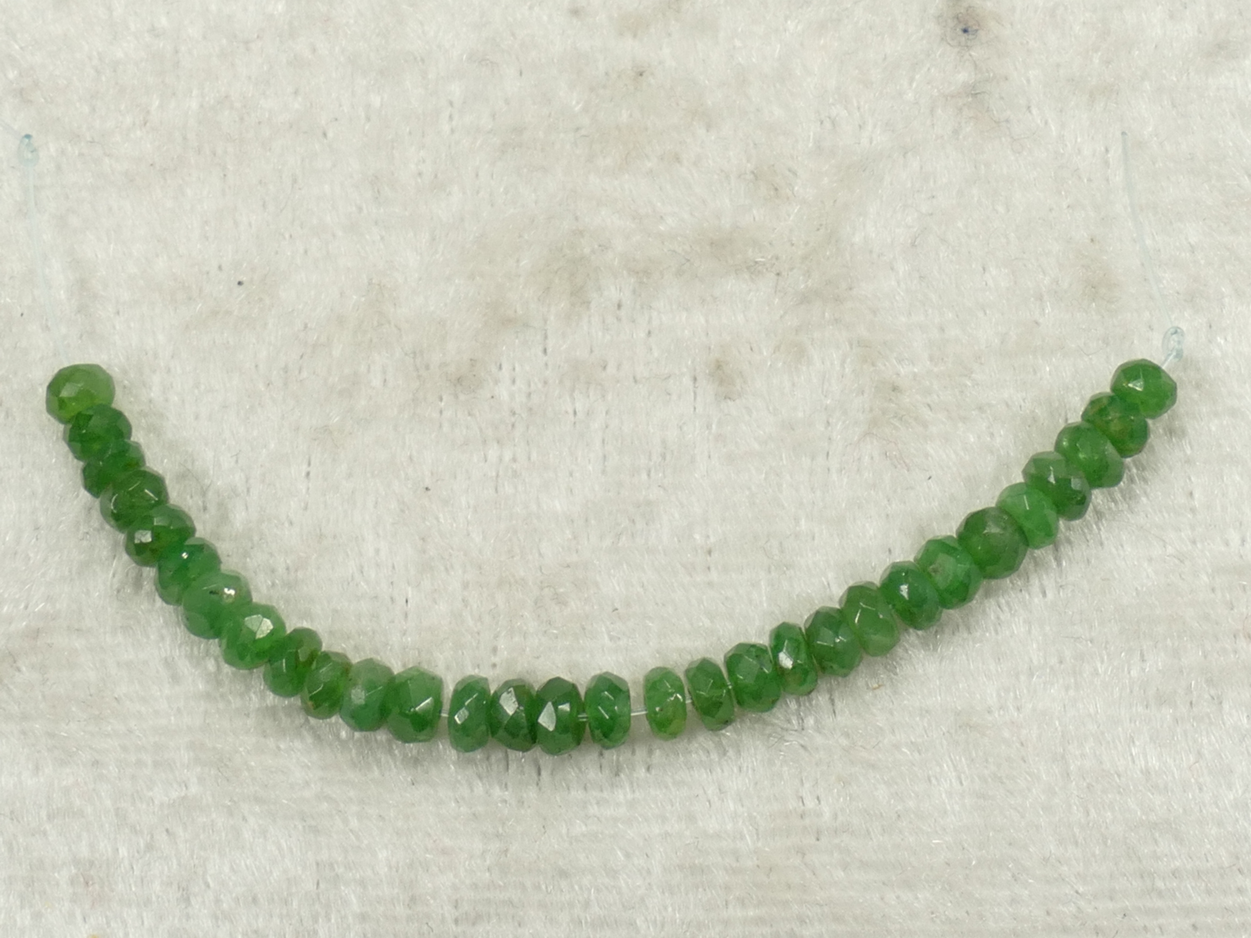 3.5/3.3mm Perles de Grenat vert Tsavorite naturel en rondelle facettée du Kenya 6cm (2.35inch) (#PK936)