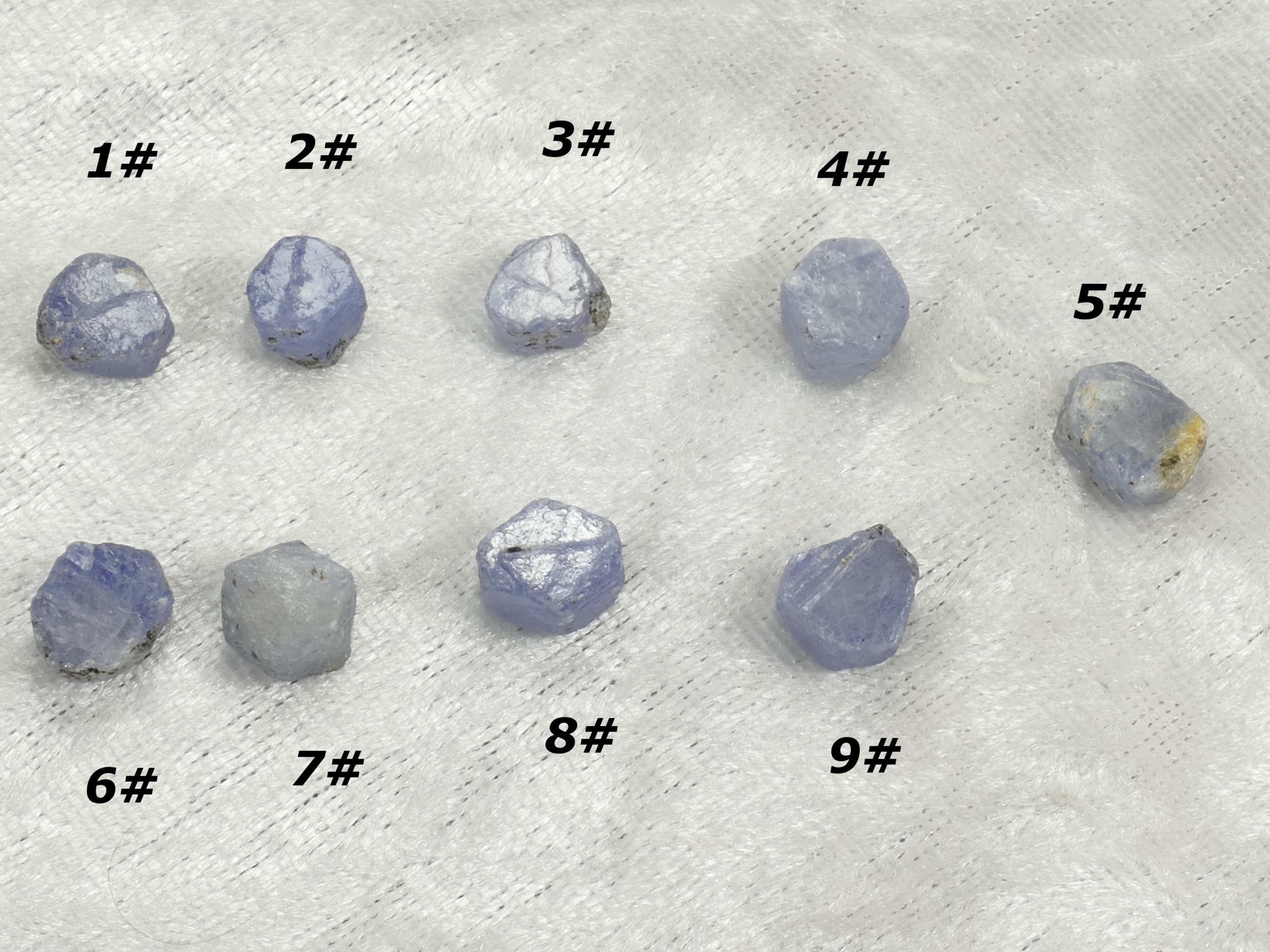 Spécimen Saphir naturel brut forme naturelle terminée hexagonale de Madagascar, A l\'unité (#PM237)