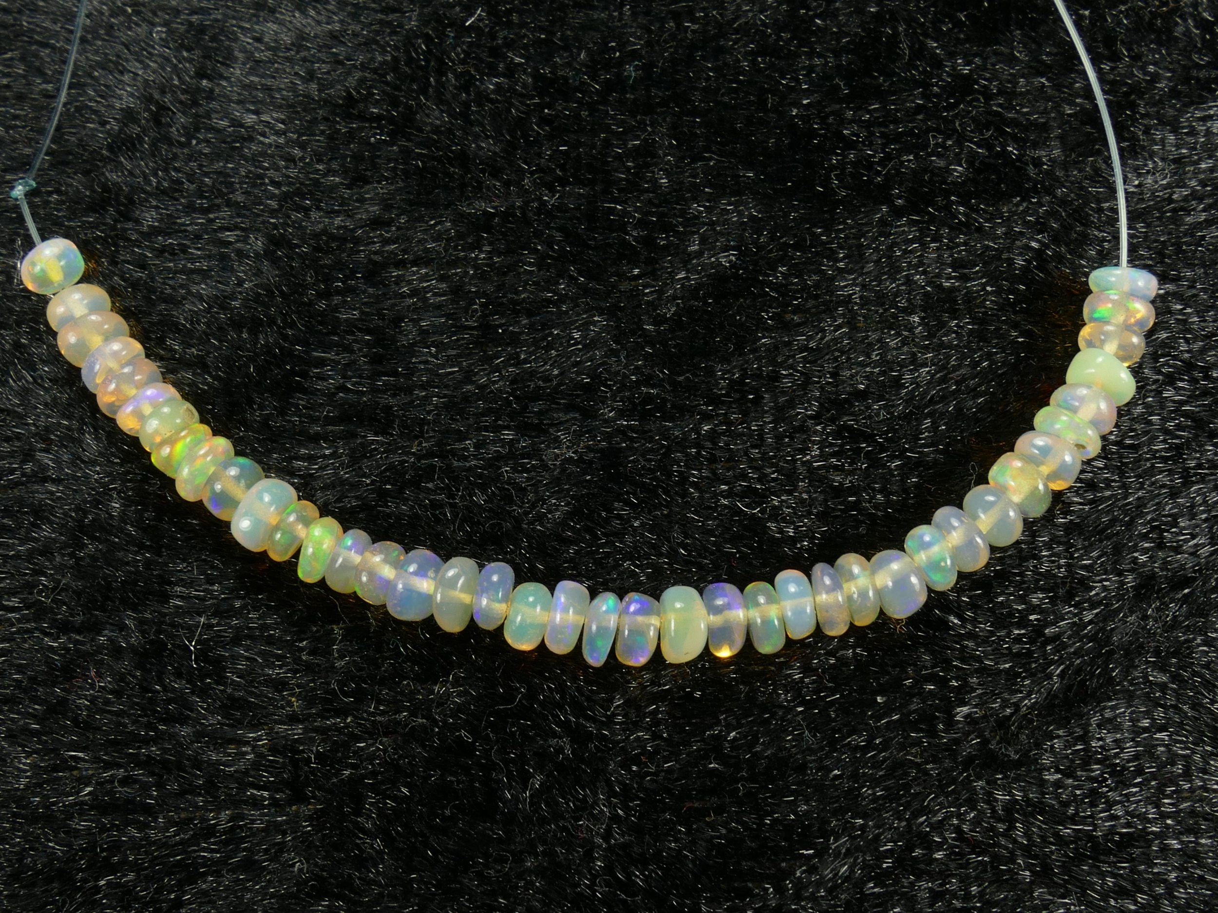 3.4/3.8mm Perle d\'opale noble naturelle d\'Ethiopie rondelle lisse 7cm (2.75in) (#PK731)
