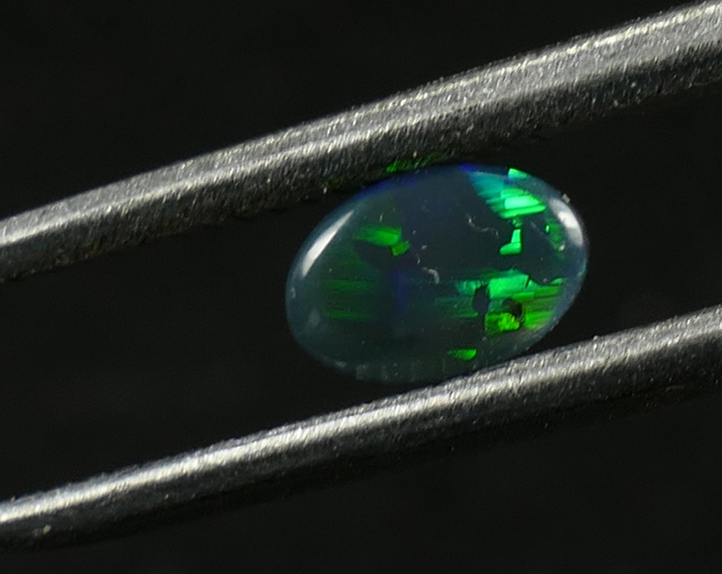 5.7x3.8mm Opale noire massive naturelle 0.25ct cabochon ovale Lightning Ridge Australie (#PF177)