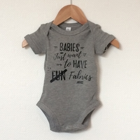 "Body ""Babies just want to have fabrics"" 6/12 mois"