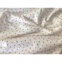 Jersey blanc mini cœurs rouges 20 x 170 cm