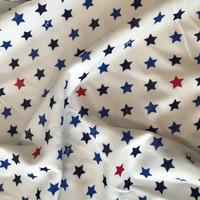 """Jersey velours """"pyjama"""" étoiles rouges et bleues fond blanc 20 x 180 cm"""