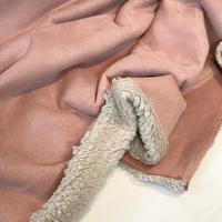 Suédine doublée fausse fourrure coloris rose 20 x 140 cm