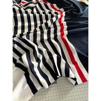 Lot de 2 panneaux de jersey 26 cm marine / 50 cm rayé trait rouge / 17 cm blanc / 26 cm marine / 50 cm rayé trait rouge / 17 cm blanc x 130 cm soit 1m86 x 130 cm