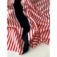 Jersey fin 21 cm rayé corail foncé blanc / 5 cm rayure noire / 77 cm rayé / 5 cm rayure noire / 55 cm rayé x 175 cm soit 1m63 x 175 cm