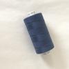 Bobine de fil à coudre bleu coordonné au tencel foncé 1000m