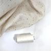 Bobine de fil à coudre coloris vanille assorti à la double gaze 1000m