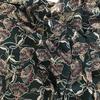 Crêpe lisse Trois-Rivières fond vert anglais 20 x 140 cm