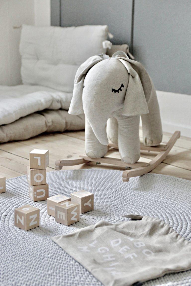 PETIT ELEPHANT A BASCULE