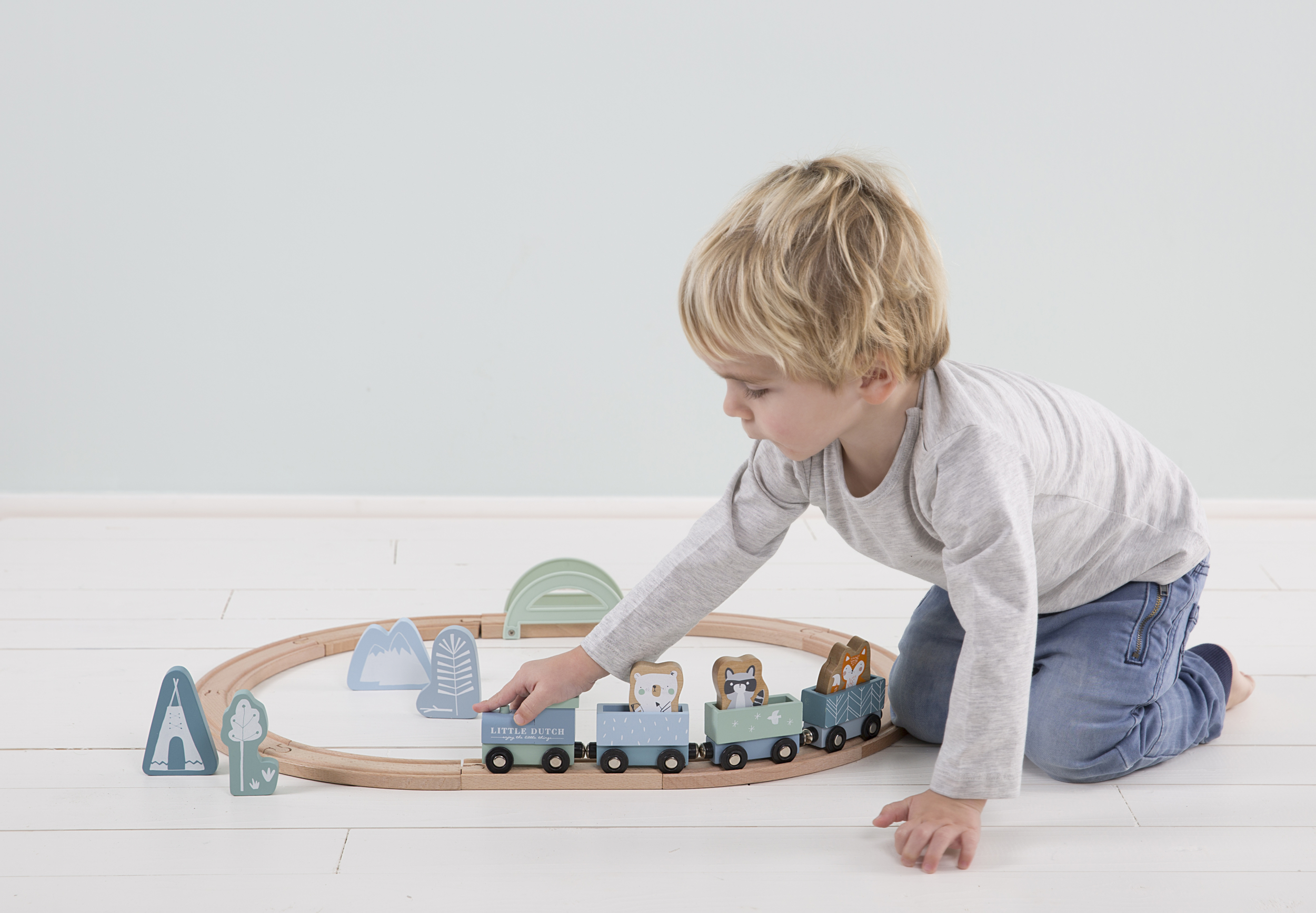 4423 - wooden train track - blue 1