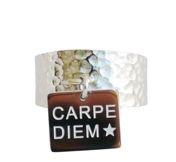 Bague large martelée avec pampille - CARPE DIEM - Acier Inoxydable argent - Ajustable - Ikita Paris