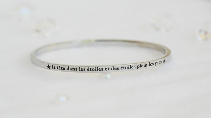 Bracelet jonc message - LA TÊTE DANS LES ÉTOILES ET DES ÉTOILES PLEIN LES YEUX - Acier Inoxydable - Finition Or ou Argent – Ikita Paris