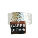 bague large martelée avec pampille -CARPE DIEM - ACier Inoxydable - bague gravée - Ikita Paris - Argent